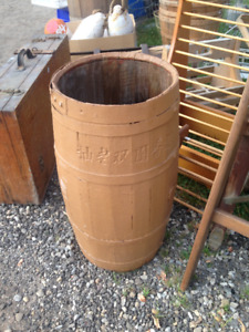 VINTAGE WELL PAINTED WOOD STEEL STRAPPED MID SIZED BARREL