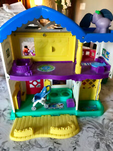 Dollhouse / playhouse - Little People with heaps of accessories
