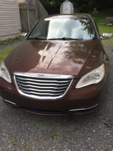 2013 Chrysler 200 Touring Edition- just over 88 000 km