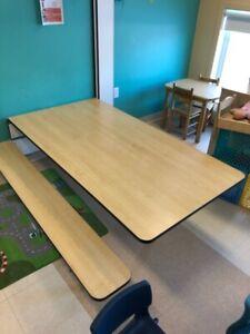 Table au mur - idéal pour service de garde