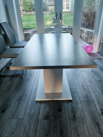 17 stories dining table
