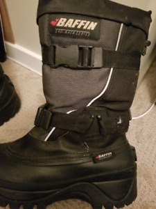Snowmobile boots mens 9 and 10 excellent boots like new