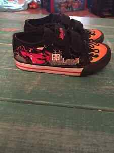 Black timberland boots. Hot wheels shoes sz 8 London Ontario image 3