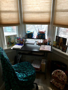 MASTER BEDROOM IN ANNEX (NEAR U OF T) (ALL INCLUDED)