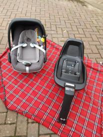 Maxi-Cosi 2 Way Fix Isofix Base With Maxi cosi Pebble Plus car seat.