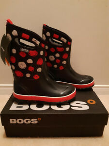 BNIB Girls Winter BOGS - Size 4 - Black with Dots