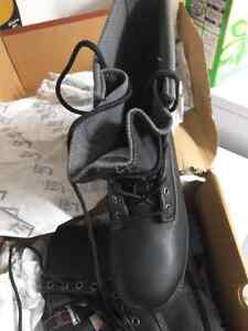 Brand new man size 9 steel toe work boots