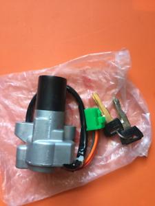 Ignition Switch avec 2 clés NEUF! Suzuki GSX-R1100 1986 a 1992