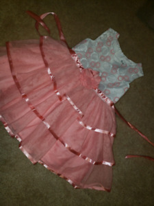 Girls size 2t dress warn 2 times