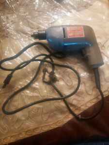 WORKING BLACK & DECKER ELECTRIC DRILL