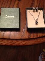 100$ Necklase and earings set from mappins never worn