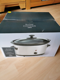 Brand new un used slow cooker 3L 180w