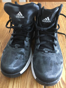 Souliers basketball (Adidas et Nike)