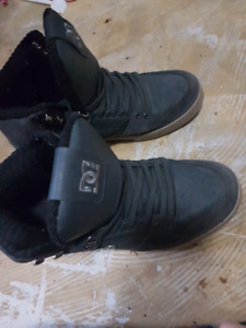 DC SHOES SIZE 10.5 - 11