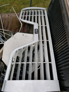 Tail gate f250 pour fifth wheel