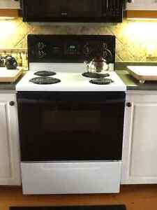 "Kenmore 30"" Easy Clean Electric Stove and Oven"