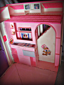BARBIE ~ HOUSE (FOLDS OUT TO 3 ROOMS) W/BATTERY LAMP IN WINDOW Kitchener / Waterloo Kitchener Area image 6