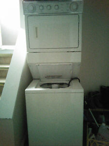stacked washer/dryer | laveuse/sécheuse superposé 300$