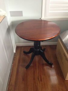 Small table suitable for apartment 30 inch round