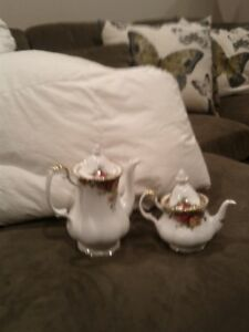 Beautiful old country rose coffee pot and tea pot.