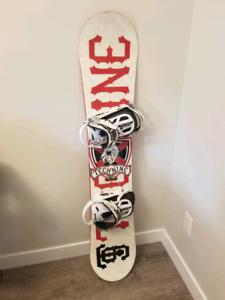 Technine snowboard.