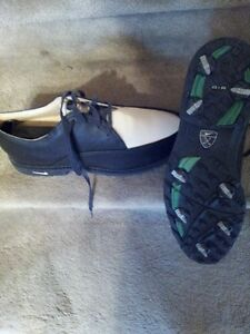 Never Worn NIKE LADIES GOLF SHOES SIZE 9