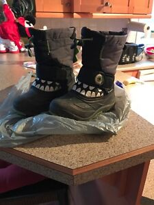 Toddler snow boots size 10