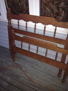 Twin bed Head and Foot Board For Sale