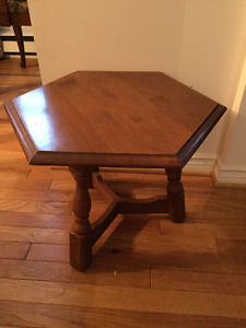 Small end/side table