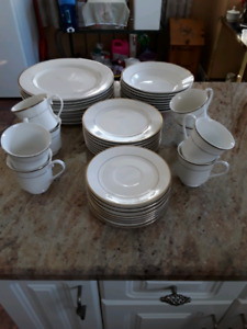 Set of 8 Dishes