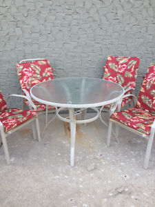 Glass table and 4 chairs with cushions