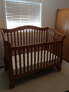 Wooden Baby Crib with waterproof mattress