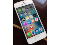 iPhone 5 32GB Boxed Factory Unlocked to all Networks Good Condition Can Deliver