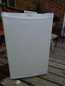 Mini réfrigérateur avec congélateur Danby -Mini fridge for sale