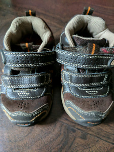 Stride Rite Size 5.5W Brown Leather Velcro Runners