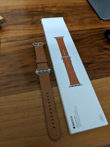 NEW Apple Watch Classic Buckle Saddle Brown Leather 42mm