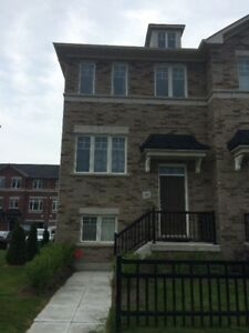 $1800 - 3 bedroom corner townhouse for rent in Bowmanville