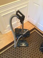 and vacuum cleaner 12 amps Eureka with carpet brushing