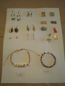 bijoux de toutes sortes a partir de $1.00 a 3.00 chacun