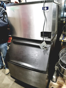 Manitowoc ice machine with bin.100% working! Clean!
