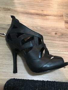 GUESS Heels Size 7.5 Brand New Condition