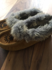 Girls size 3 soft moc moccasins