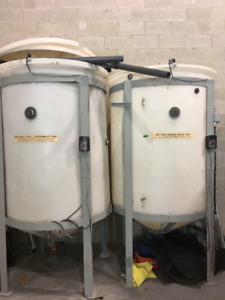 Poly Water Tanks on Steel Legs 2,000L/528 GAL
