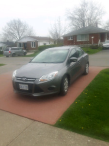 2014 Ford Focus SE 5 speed manual
