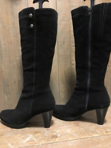 "NEW!! Never been worn ""La Canadienne"" Suede Boots"