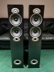 Polk audio tower speakers/ Sony audio center