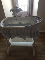 Simplicity bassinet 5 in 1 with remoter