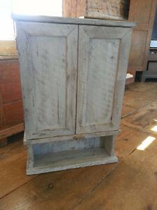 Miroir/pharmacie (fait avec du bois de grange antique)