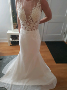 Beautiful brand new wedding dress