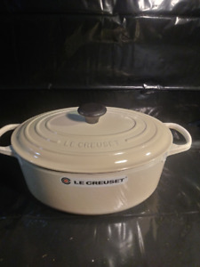 3 Le Creuset 6.3 L Oval french Oven/Almond, flame, Licorice